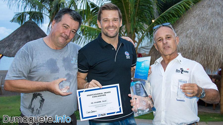 PADI Awarding - Sea Explorers Dauin