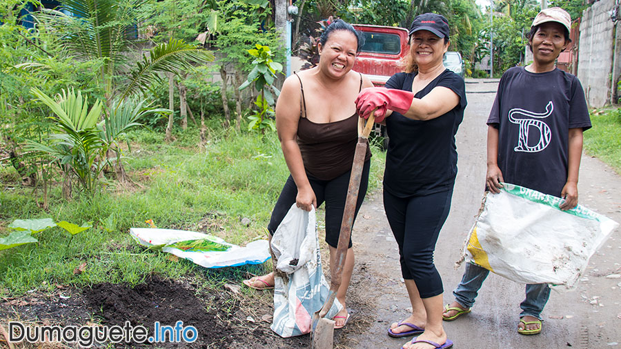Community and Residents Fixes Amistad Road in Bagacay