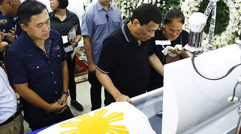 President Duterte Visits Four Cops Killed in Ayungon