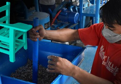 Dumaguete's Plastic Waste Converted to Chairs